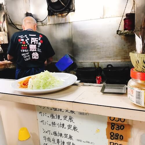 食堂伊賀、店員おじさん一所懸命、中野