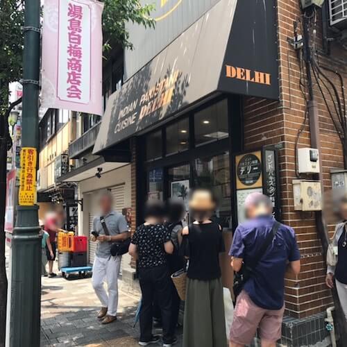 デリー上野店、外観、行列
