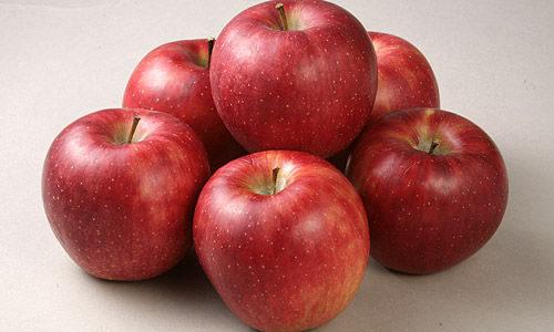 市販のりんごジュースがほとんど中国産だった事実。そして私は青森の「シャイニー金のねぶたジュース」を飲むようになった