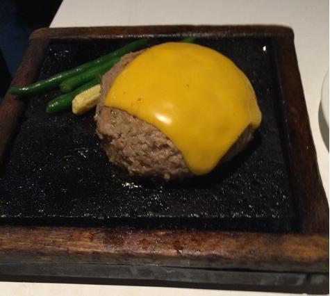 ぼんぼりチーズハンバーグ