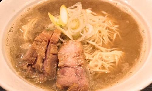 「伊藤」。銀座で本格的な香る煮干しと細麺固めのラーメン